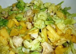 салат из пекинской капусты, курочки и ананасов