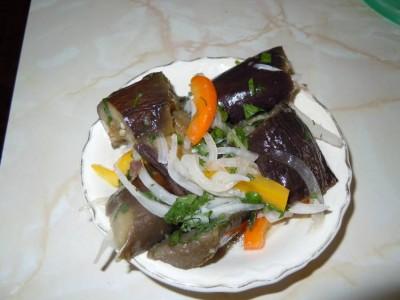 Маринованный салат из баклажанов