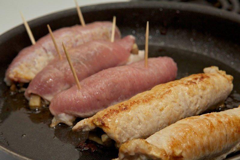 Рулеты из свинины с грибами