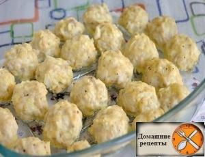 Куриные шарики в сырно-сливочном соусе.