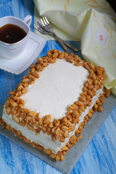 Бананово-ананасовый торт с орехами