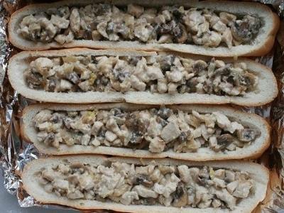 Багет, фаршированный курочкой и грибами