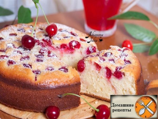 Простой пирог с вишней на кефире