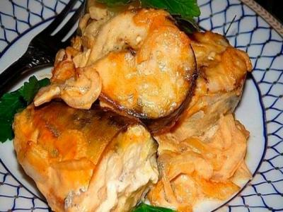 Вкусная скумбрия в духовке под соусом