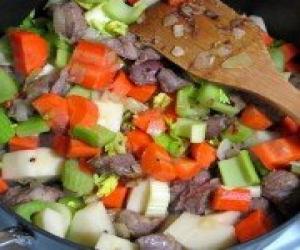 Говядина, тушеная с овощами в пиве