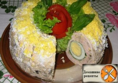 Куриный рулет с яйцом «Павлиний глаз»
