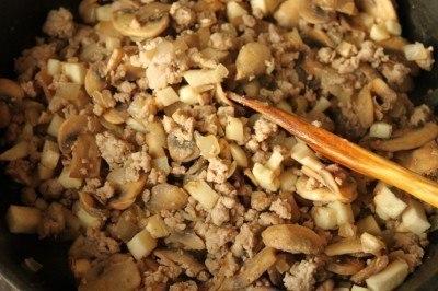 Баклажаны, фаршированные грибами и фаршем