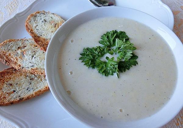 Сырный суп с белым вином и мускатным орехом