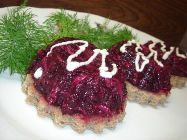 рецепт салата из свеклы с майонезом и чесноком