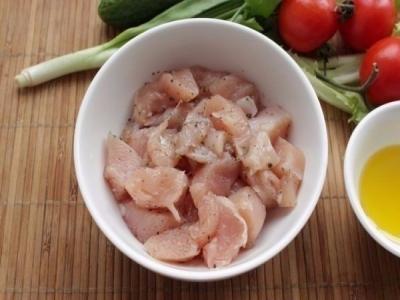Куриное филе и все овощи помыть.  3