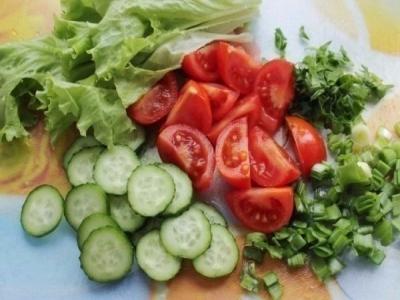 Салат из курицы и свежих овощей 2