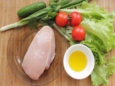 Куриное филе и все овощи помыть. 1