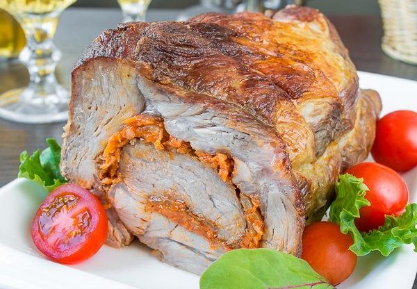 Рулет из свинины с морковью 1