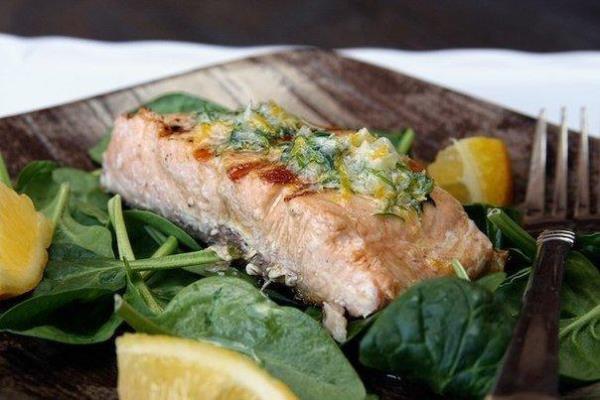 Жареный лосось с пряным маслом и лимоном 1