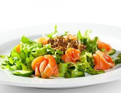 Салат из форели и огурцов