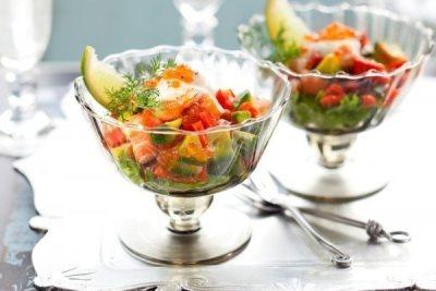 Салат из креветок и авокадо