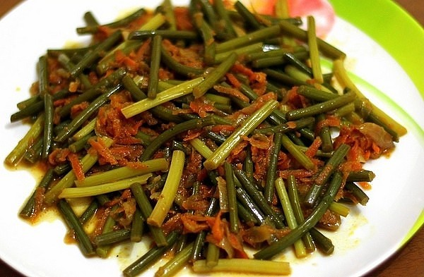 Салат из стрелок чеснока по-корейски 1